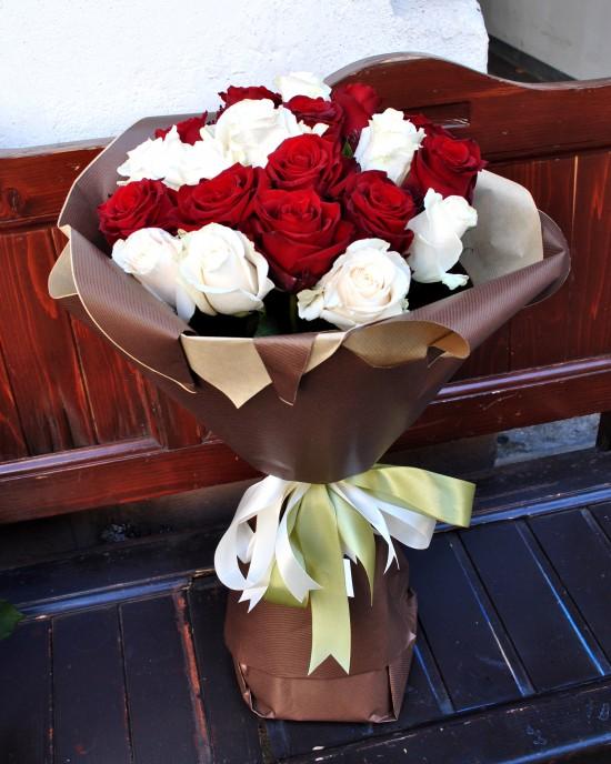 Buchet trandafiri Crimson Peek