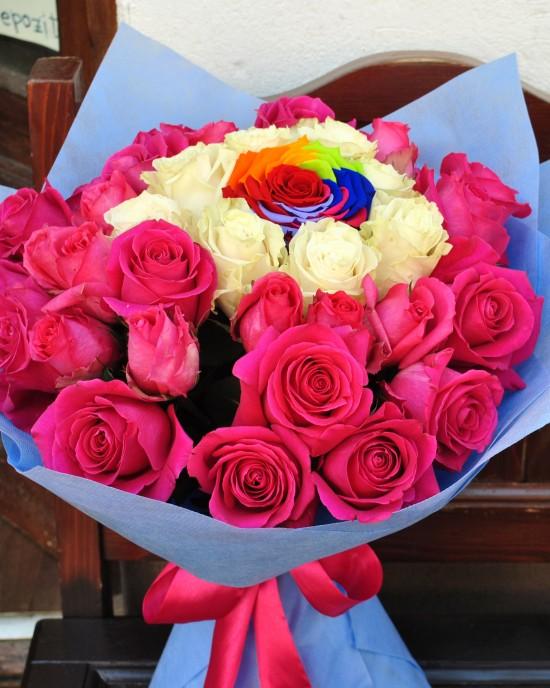 Buchet trandafiri Rainbow at Heart